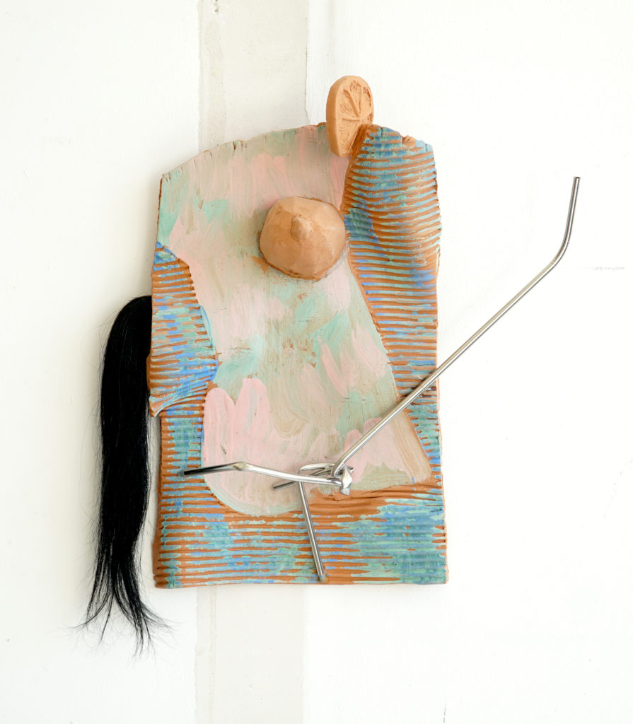 Olivier PASSIEUX - Biarritz 1 – Terre cuite, engobe, cheveux et inox - 45x40x10 cm - 2018 - Copyright Galerie GAG