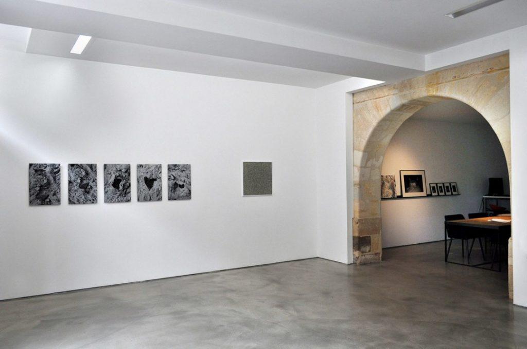 Vue de l'exposition collective Overview des artistes de la galerie